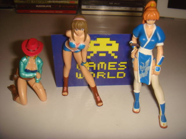 Dead or Alive: 3 Small figures