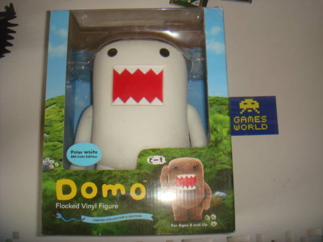 Dark Horse Deluxe Domo Flocked Vinyl Figure Polar White (8 inch) - Click Image to Close