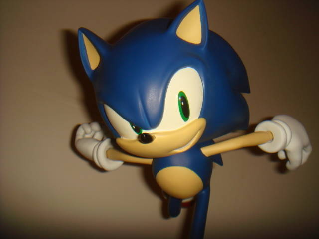 First 4 Figures: Modern Sonic Statue