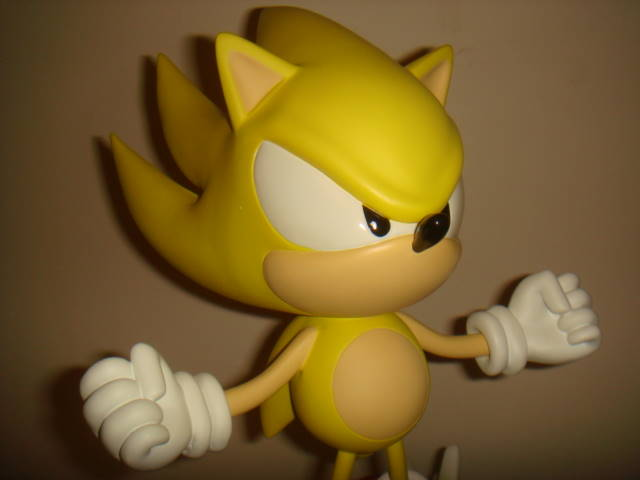 First 4 Figures: Super Sonic Statue